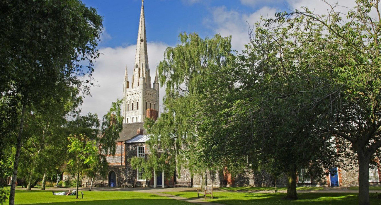 Norwich-Cathedral-Tom-Mackie-okay-to-use-1-e1573466189156-1400x720-cropped